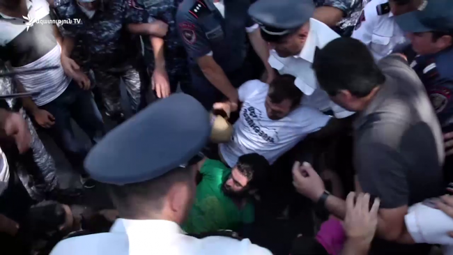 Armenia -- Police use force to disperse rally on Baghramyan street, Yerevan, 19Aug2019